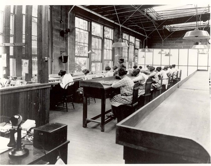 800px-USRadiumGirls-Argonne1,ca1922-23-150dpi